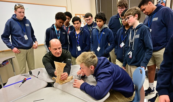 Greenville Technical Charter High School students surround AOPA High School STEM curriculum science teacher Doug Adomatis during a hands-on venturi exercise in Greenville, South Carolina, January 22. Photo by David Tulis.