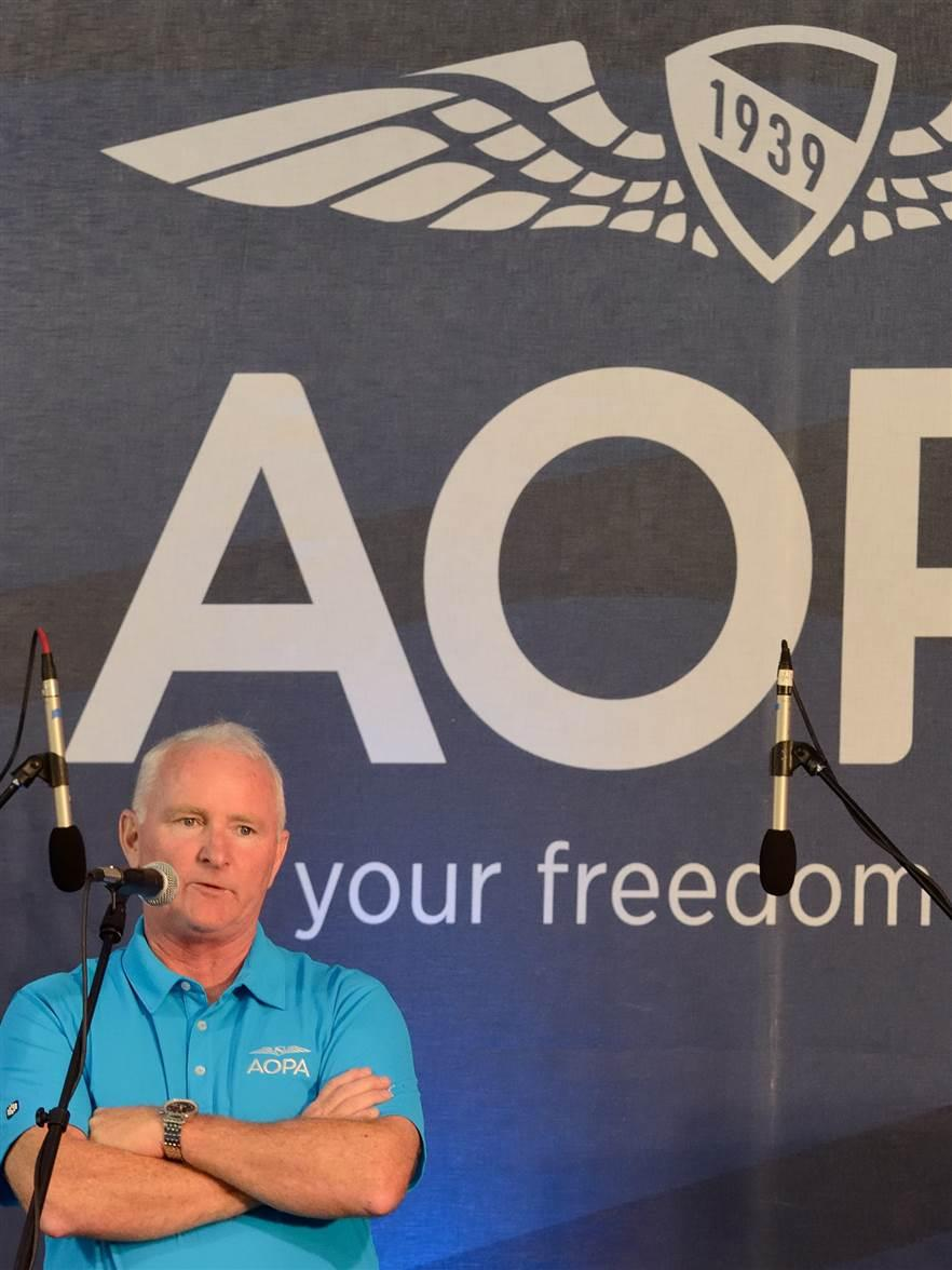 AOPA President Mark Baker addresses guests at the Beaufort Fly-In.