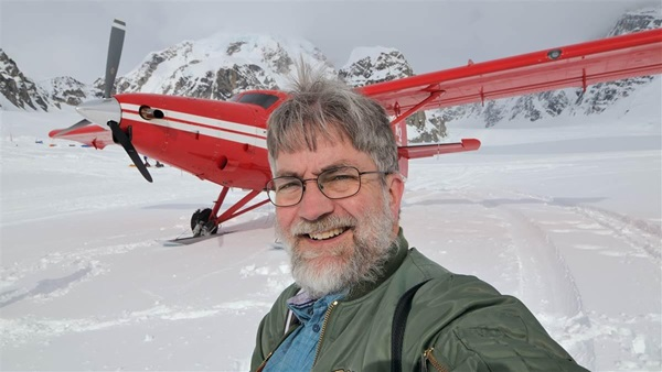 """AOPA Pilot"" Technical Editor and Business Manager Mike Collins takes a selfie after  landing at the Kahiltna Glacier base camp with K2 Aviation."